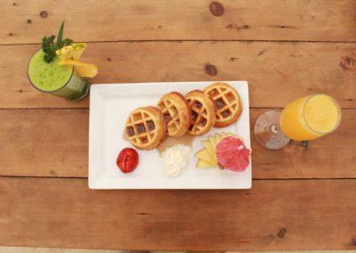 desayuno-waffles-jugo2